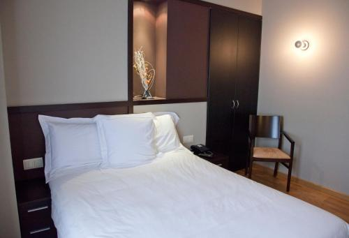 Double or Twin Room Hotel Bernat de So 10