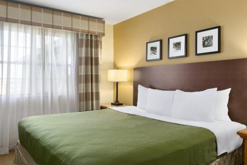 Country Inn & Suites by Radisson, Rochester South, MN Photo