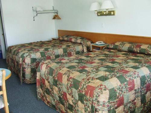 Ponderosa Motor Inn - Golden, BC V0A 1H0