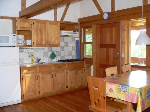 Goldenwood Lodge - Golden, BC V0A 1H1