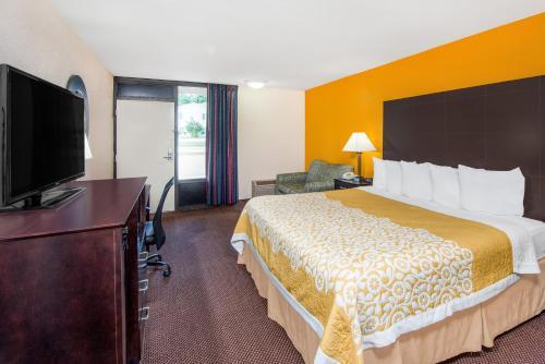 Days Inn By Wyndham Calvert City - Calvert City, KY 42029