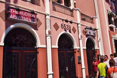 Hollywood Walk Apartment - Los Angeles, CA 90028
