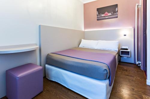 Modern Hotel photo 9