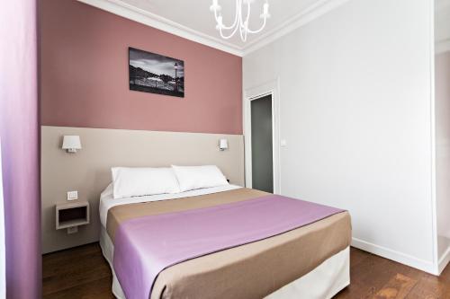 Modern Hotel photo 11