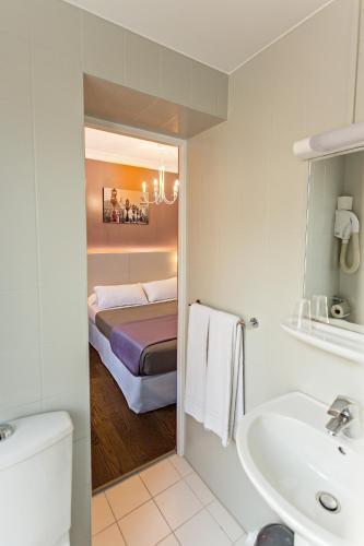 Modern Hotel photo 14