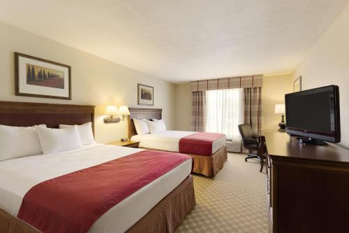 Country Inn & Suites by Radisson, Nevada, MO Photo