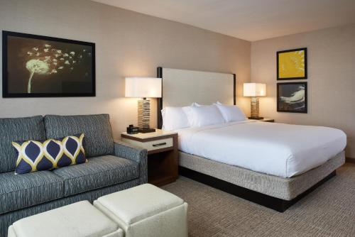 DoubleTree by Hilton Fresno Convention Center Photo