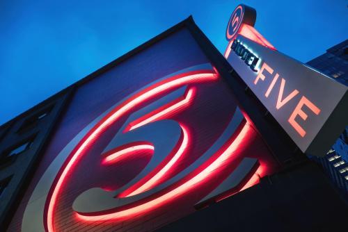 Staypineapple At Hotel Five - Seattle, WA 98121