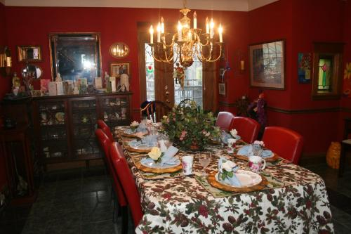 Rose Arden Bed & Breakfast - Hamilton, ON L8V 1A5