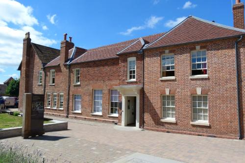 14 New Street, Ledbury, Herefordshire, HR8 2DX, England.