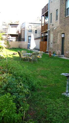 Wicker Park Urban Retreat - Chicago, IL 60622