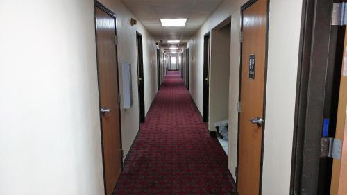 Red Carpet Inn - Windom - Windom, MN 56101