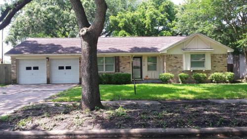 Angela's Vacation Home - Houston, TX 77035