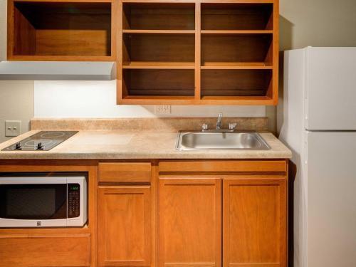 Woodspring Suites Greenville - Greenville, SC 29605