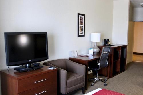 Comfort Suites North IH 35 Photo