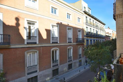 Calle San Mateos 16, 28004 Madrid, Spain.