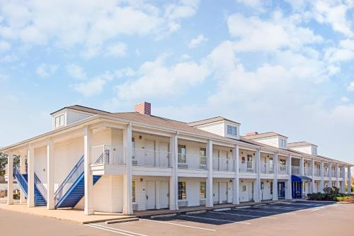 Baymont Inn and Suites - Forest City Photo