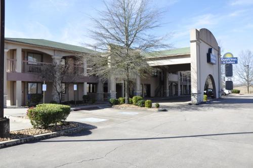 Days Inn & Suites By Wyndham Little Rock Airport - Little Rock, AR 72206
