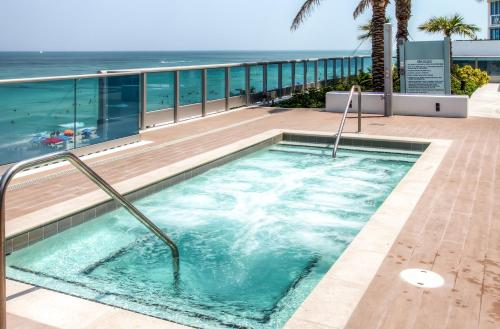 Churchill Suites Monte Carlo Miami Beach Photo