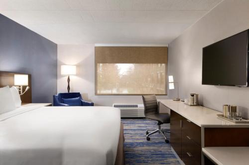 Radisson Hotel Detroit Metro Airport Photo