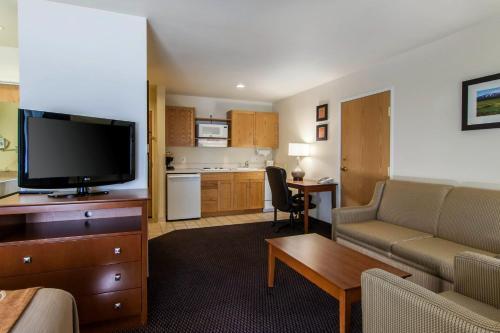 Comfort Inn & Suites Bend Photo
