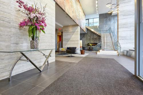 Sun Suites - Lakeview Suite - Toronto, ON M5V 4A5