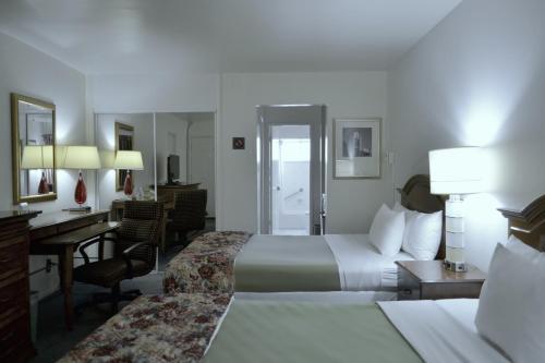 Rodeway Inn & Suites Ocean Beach Photo