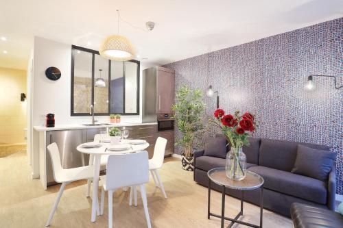 Apartment center of Paris impression