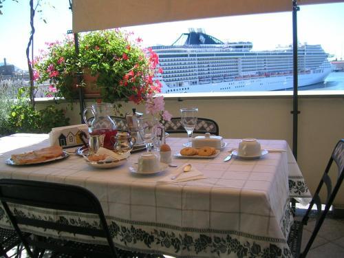 Hotel La Terrazza Sul Porto (Genova) da 100€ - Volagratis