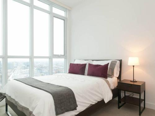 N2n Suites - Downtown Lake & City View Apartments - Toronto, ON M5V 4A9