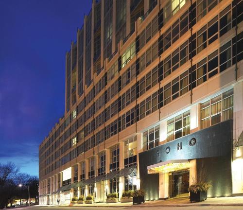 Soho Metropolitan Hotel - Toronto, ON M5V3T4