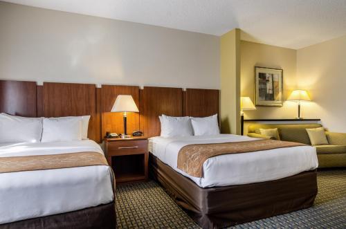 Comfort Suites Pratt Photo