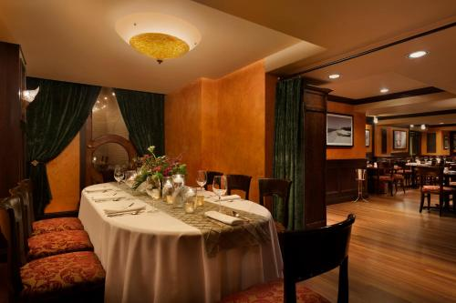 Hotel Le Soleil by Executive Hotels Photo