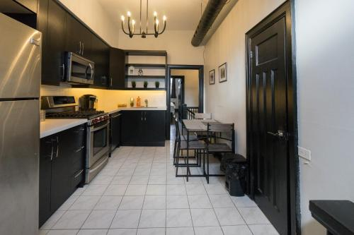 Applewood Suites - Queen West Loft - Toronto, ON M5V 2B7