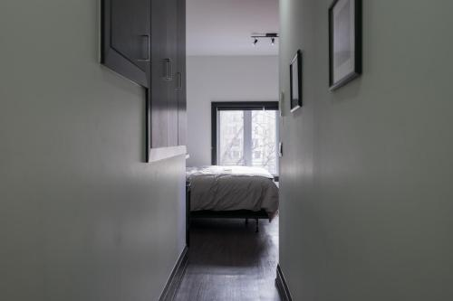 Applewood Suites - Queen West Studio - Toronto, ON M6J 1G8