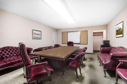Ramada By Wyndham Perry Near Fairgrounds - Perry, GA 31069