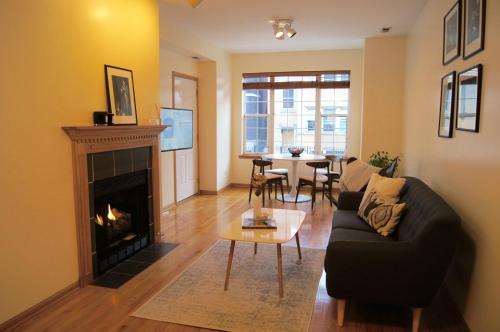Ukrainian Village Apartment - Chicago, IL 60612