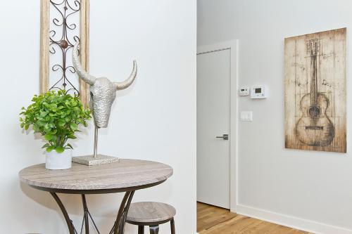 One-bedroom On N Damen Avenue Apt 104
