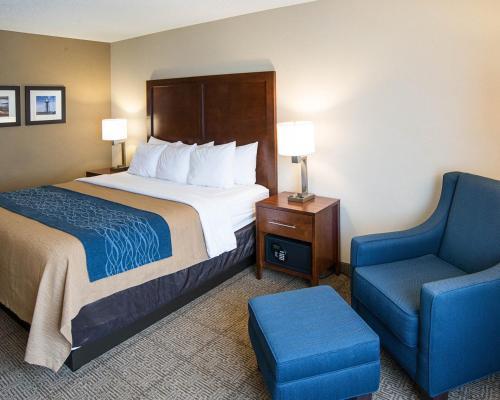 Comfort Inn West Photo
