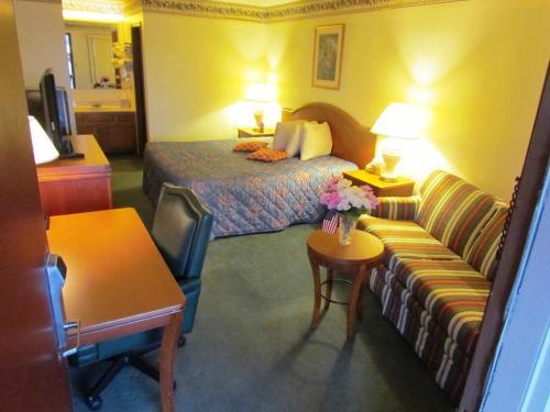 Travel Inn & Suites - Frankfort, IN 46041