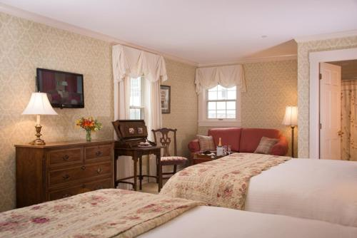 Deerfield Inn Photo