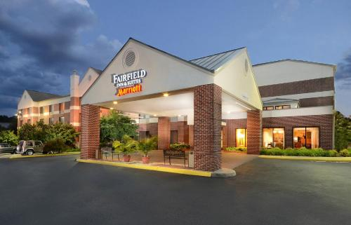 Fairfield Inn & Suites by Marriott Charlottesville North Photo