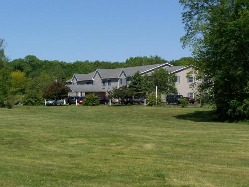 Brook Pointe Inn - Syracuse, IN 46567