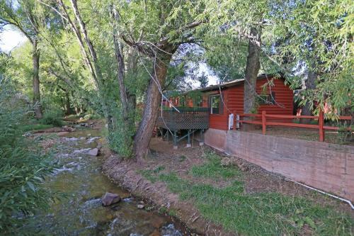 Creekside Cabin - Manitou Springs, CO 80829