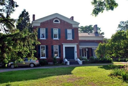 Mackechnie House - Cobourg, ON K9A 2Z2