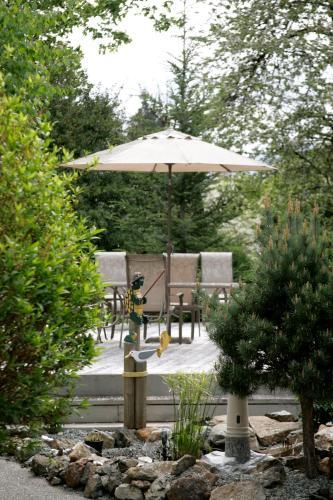 Hummingbird Guesthouse - Port Alberni, BC V9Y 6Z5