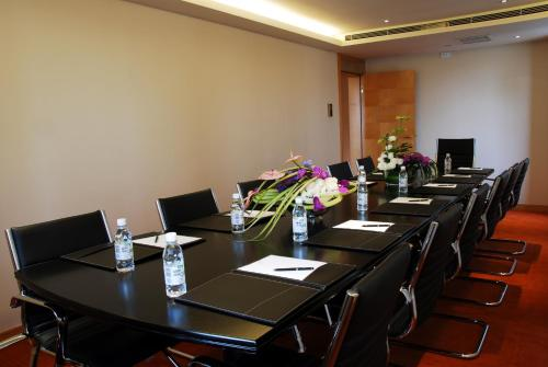 Wealthy All Suite Hotel Suzhou photo 5