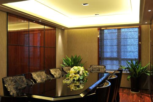 Wealthy All Suite Hotel Suzhou photo 6
