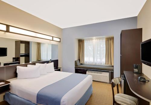 Microtel Inn and Suites by Wyndham - Geneva Photo