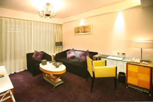 Wealthy All Suite Hotel Suzhou photo 9
